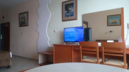 Телевизия и/или развлекателен център в Хотел Златна Звезда