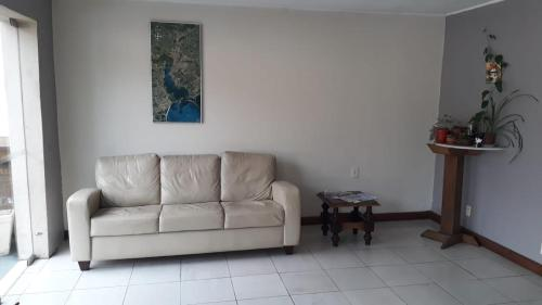 A seating area at Hotel Gravataí Express