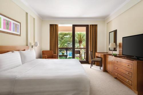 Ein Bett oder Betten in einem Zimmer der Unterkunft Shangri-La Barr Al Jissah, Muscat