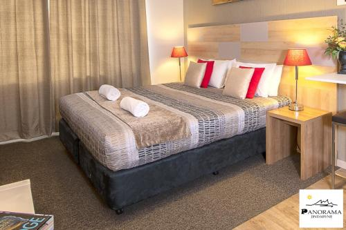 A bed or beds in a room at Panorama Jindabyne