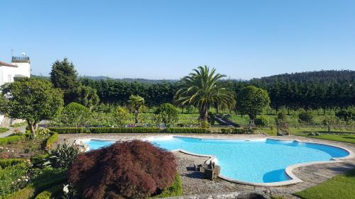 A view of the pool at Quinta de Santa Leocádia or nearby