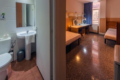 A bathroom at Residencia Sants