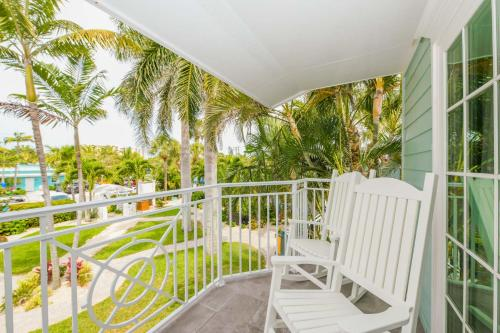 A balcony or terrace at Tropical Breeze Resort