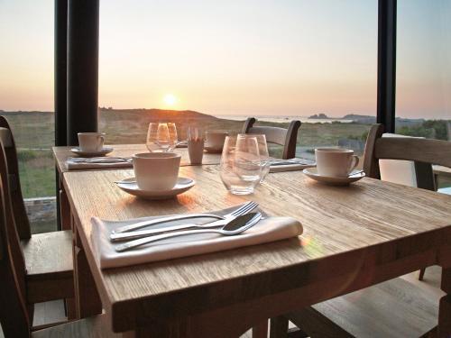 Restaurant ou autre lieu de restauration dans l'établissement Logis Le Château de Sable