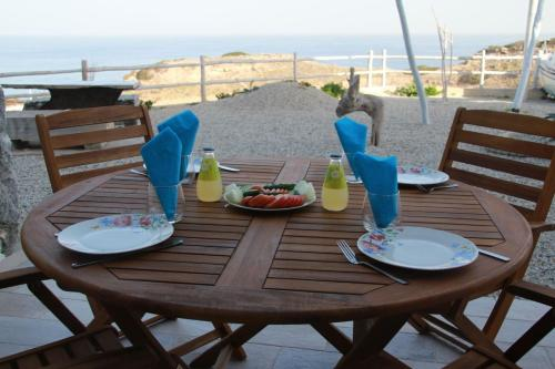 A restaurant or other place to eat at PALM BAY VIEW-The Cliff