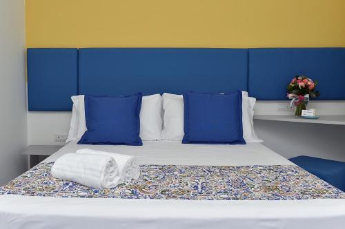 Letto o letti in una camera di San Domenico Accommodation Maiori