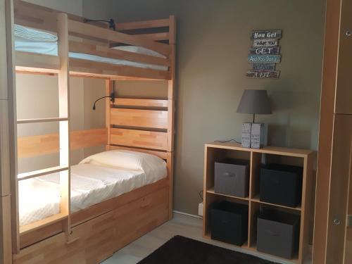 Uma ou mais camas em beliche num quarto em Almancil Hostel
