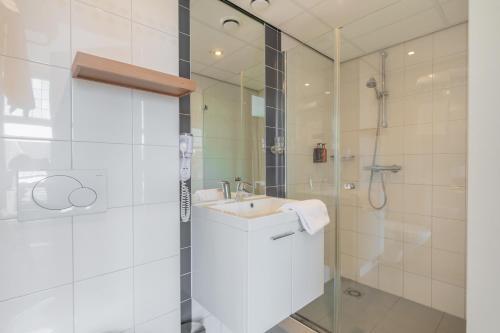 A bathroom at City Hotel Rembrandt