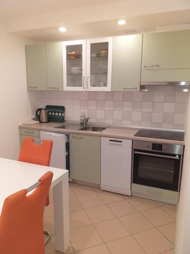 A kitchen or kitchenette at Apartments Karmen