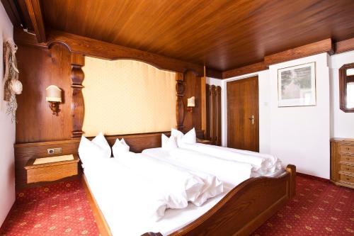 Ein Bett oder Betten in einem Zimmer der Unterkunft Pension Bellevue