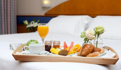Breakfast options available to guests at Agumar