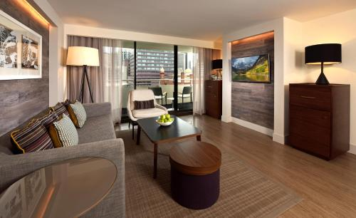 A seating area at Warwick Denver