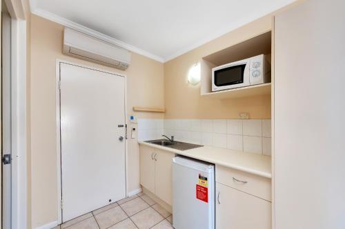 A kitchen or kitchenette at Tropical Queenslander