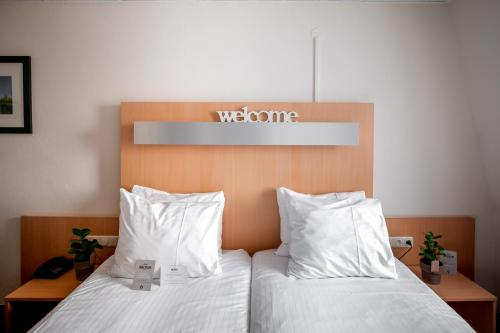 A bed or beds in a room at Hotel Walram