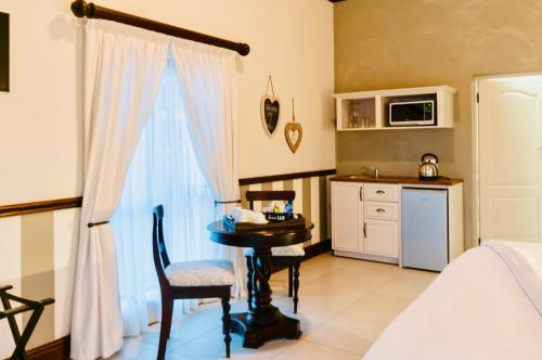 A kitchen or kitchenette at Onse Khaya Lodging and Conferencing