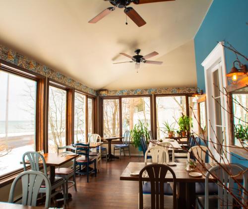 Restaurant ou autre lieu de restauration dans l'établissement Auberge La Marmite