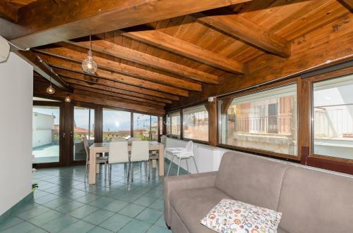 A seating area at Sweet Taormina Apartment