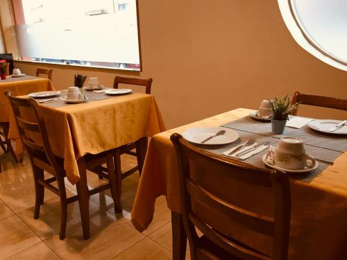 A restaurant or other place to eat at Hotel Portinari