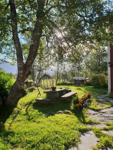 En hage utenfor Flatheim