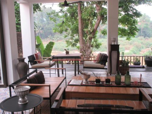 A restaurant or other place to eat at Moonlight Champa Riverview