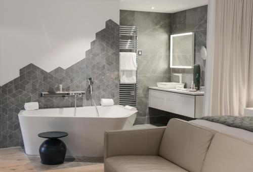 A bathroom at Petit Hôtel Confidentiel