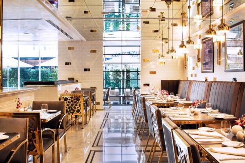 مطعم أو مكان آخر لتناول الطعام في فندق و شقق تماني مارينا