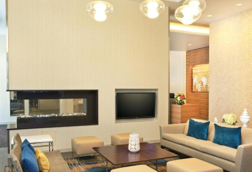 A seating area at Residence Inn by Marriott Boston Back Bay/Fenway
