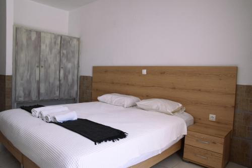 Ein Bett oder Betten in einem Zimmer der Unterkunft Pittas Studios & Apartments