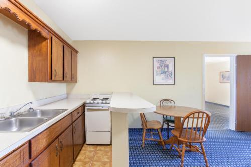 A kitchen or kitchenette at Super 8 by Wyndham Sallisaw