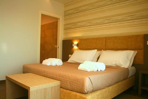 A bed or beds in a room at International Hotel Dakar