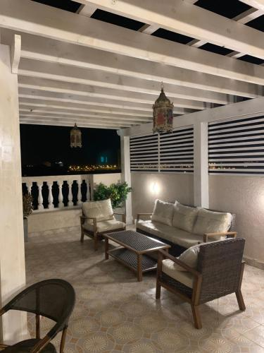 Uma área de estar em نزل البحر - Sea Inn