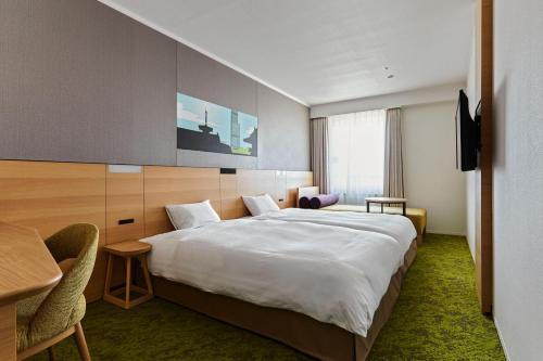 A bed or beds in a room at Miyako City Osaka Tennoji