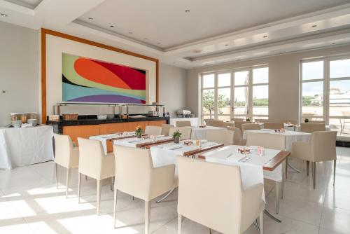 A restaurant or other place to eat at Hotel Capo d´África – Colosseo