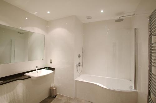 A bathroom at La Fregate Hotel