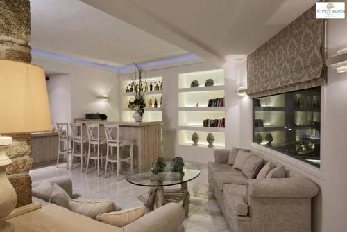Salon ou bar de l'établissement Petinos Beach Hotel