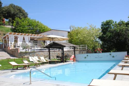 The swimming pool at or near Agriturismo Villa Le Vigne