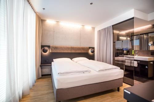 A bed or beds in a room at arte Hotel Salzburg