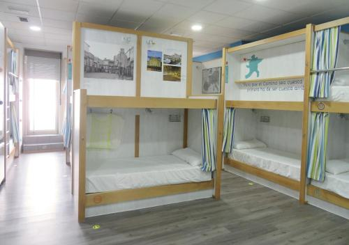 A bunk bed or bunk beds in a room at Albergue Corredoiras