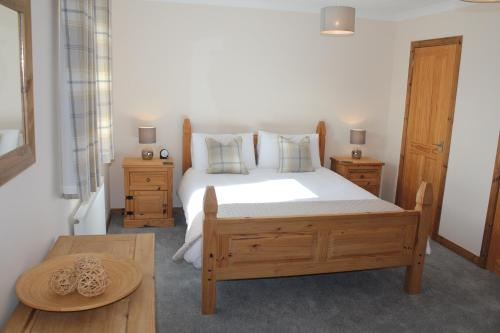 A bed or beds in a room at Trotternish Ridge View
