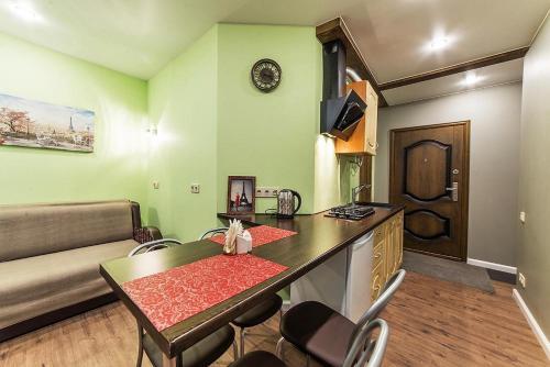 Кухня или мини-кухня в Apart Сenter Nevsky