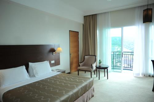 A bed or beds in a room at Heritage Hotel Cameron Highlands