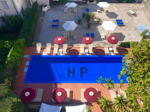 A view of the pool at Hotel Principe or nearby