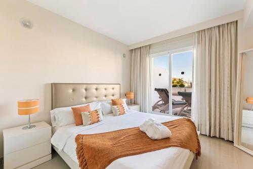 Een bed of bedden in een kamer bij Cortijo Del Mar Resort