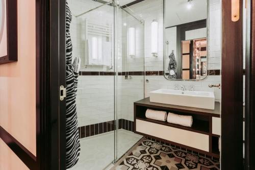 A bathroom at Only YOU Hotel Atocha