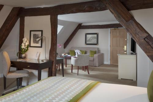A seating area at Mercure Shrewsbury Albrighton Hall Hotel & Spa