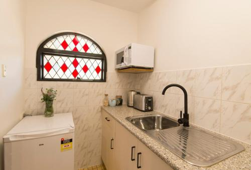 A kitchen or kitchenette at The Manor Basket Range