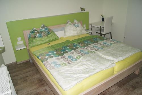 Ein Bett oder Betten in einem Zimmer der Unterkunft Privatzimmer Mitterbacher