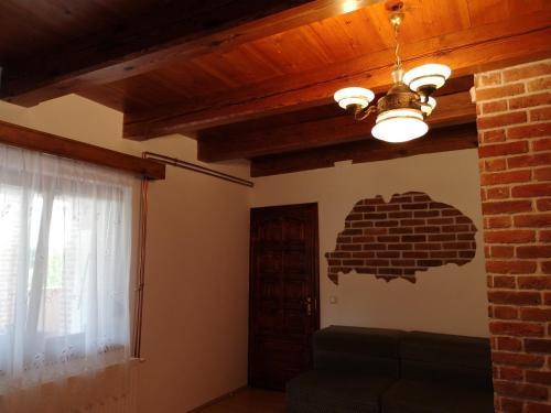 A television and/or entertainment centre at Göcsej-Szíve Vendégház