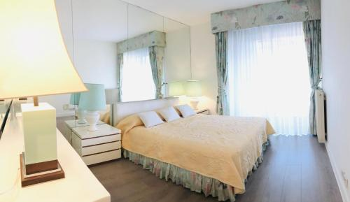 A bed or beds in a room at Apartment sea view in Jardin de la Croisette