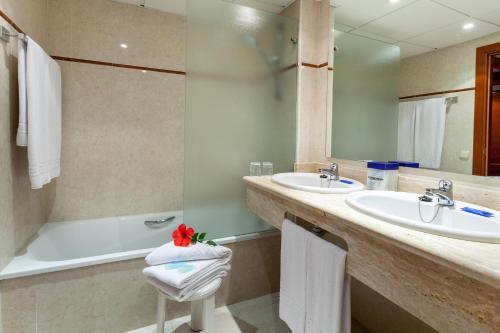 Salle de bains dans l'établissement Hotel Best Semiramis
